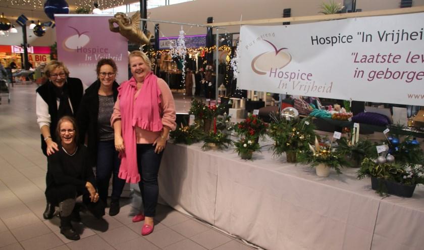 Kerststukjes leveren mooi bedrag op voor hospice